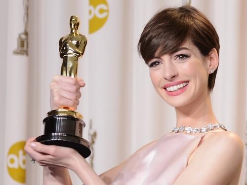 Anne-Hathaway3