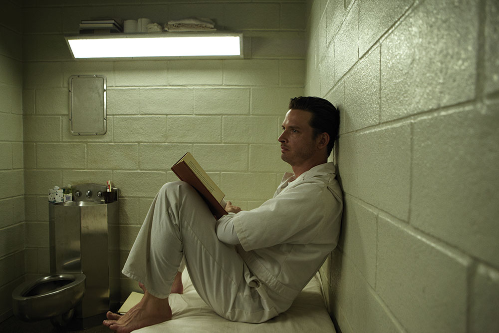 Daniel_reading_in_prison_1000xvariable