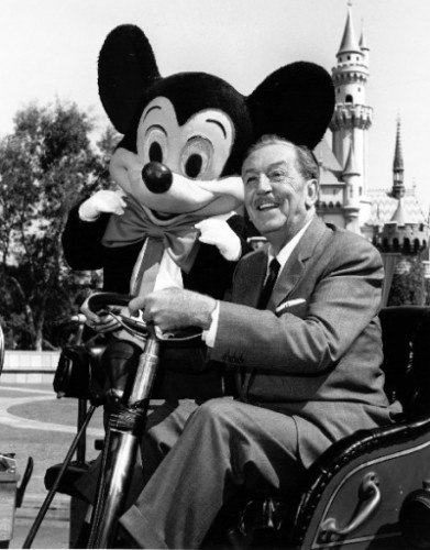Walt-Disney-and-Mickey-Mouse-at-Disneyland-walter-e-disney-6626898-400-512