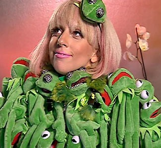 Lady-Gaga-frog-dress_l