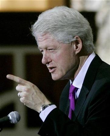 bill-clinton-points-finger-21