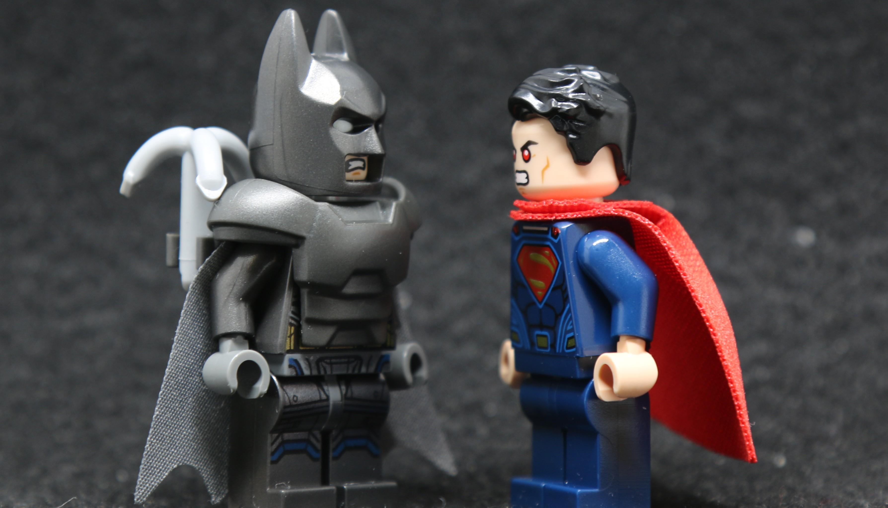 LEGO-76044-Clash-of-the-Heroes-Batman-vs-Superman-Minifigure
