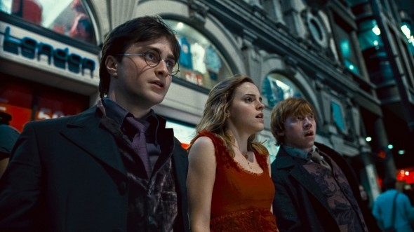 2087409-harry_potter_and_the_deathly_hallows_part_1_movie_photo_590x331