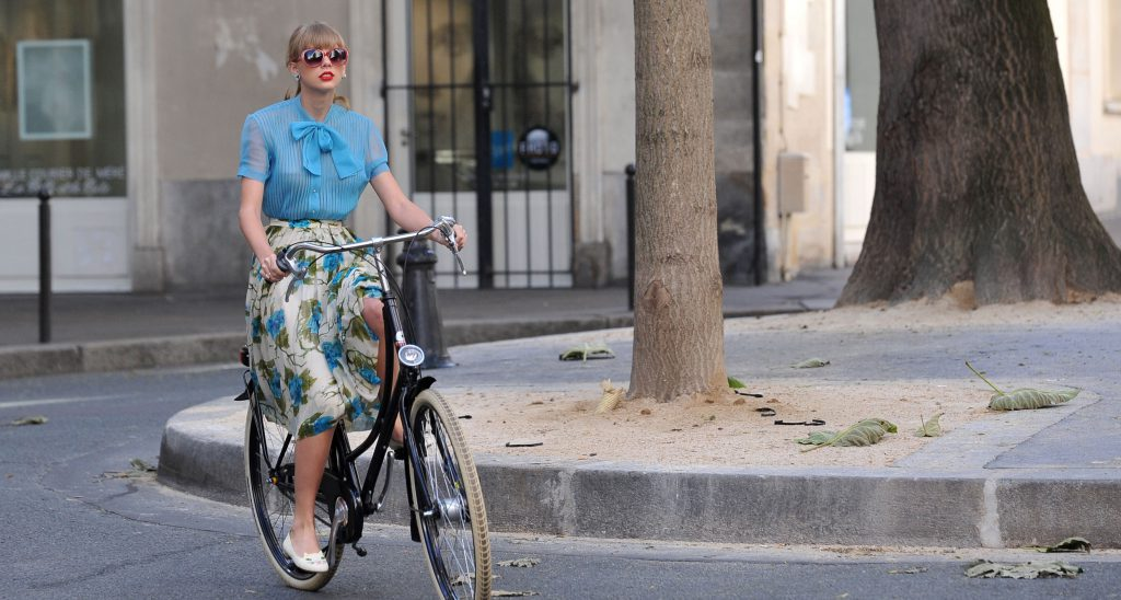 taylor-swift-begin-again-music-video-paris-10-compressed